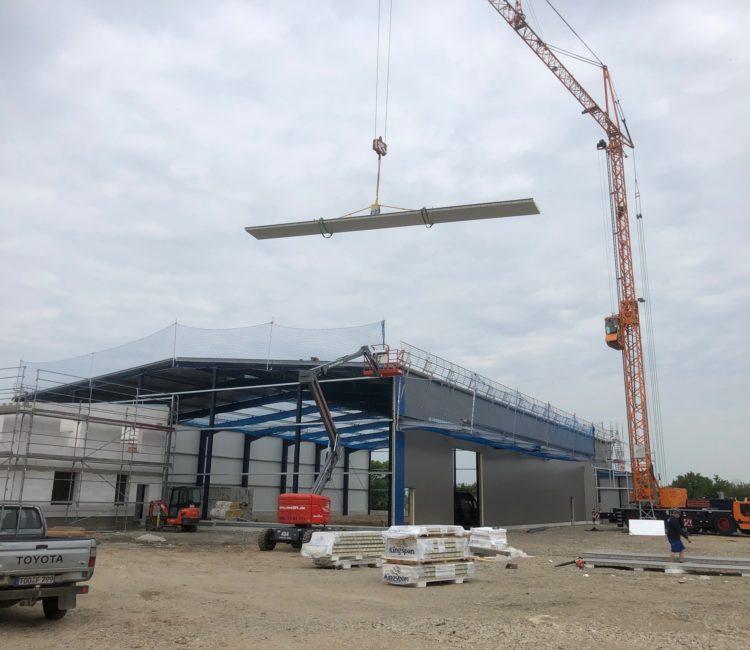 Logistikzentrums mit fertigem Vorder- und Rückpaneel
